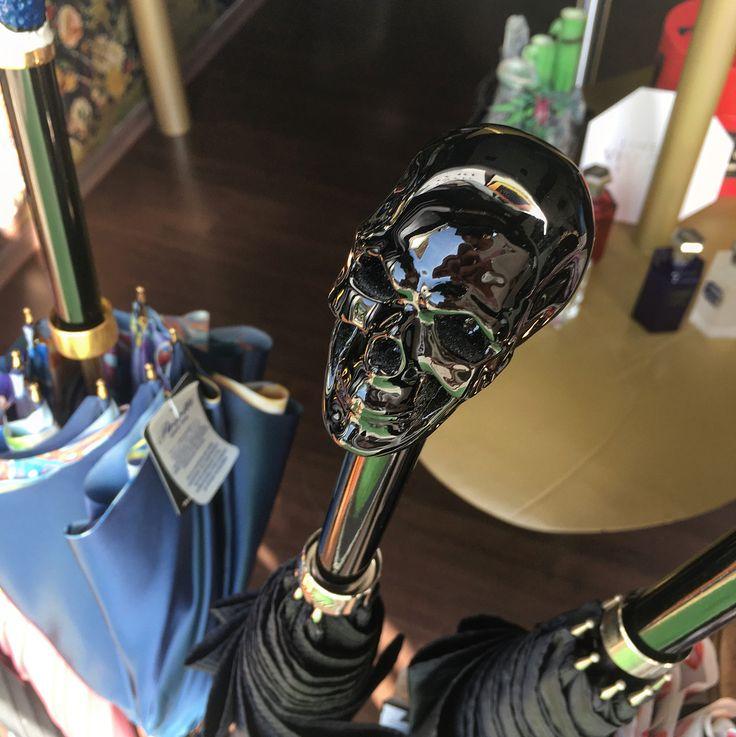 #pasotti #umbrella #luxury #style #classy #design #art #skull #cat #italian #handmade #rosinaperfumery #nicheperfumery #conceptstore #giannitsopoulou6 #glyfada #athens #athensriviera #greece #shoponline : www.rosinaperfumery.com ☠️