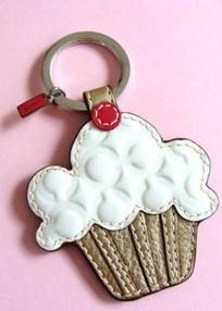 COACH Cupcake! Puffy hearts!! WANT!!