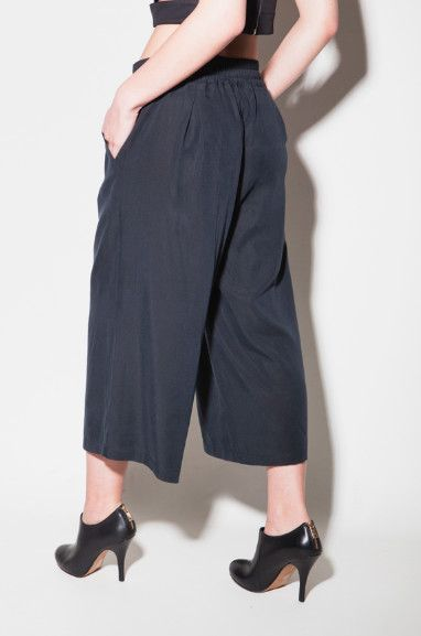 Tencel coulottes trousersMake an eco fashion statement in these incredibly stylish and trendy cropped palazzo trousers. Perfect for any summer look; casual or formal.