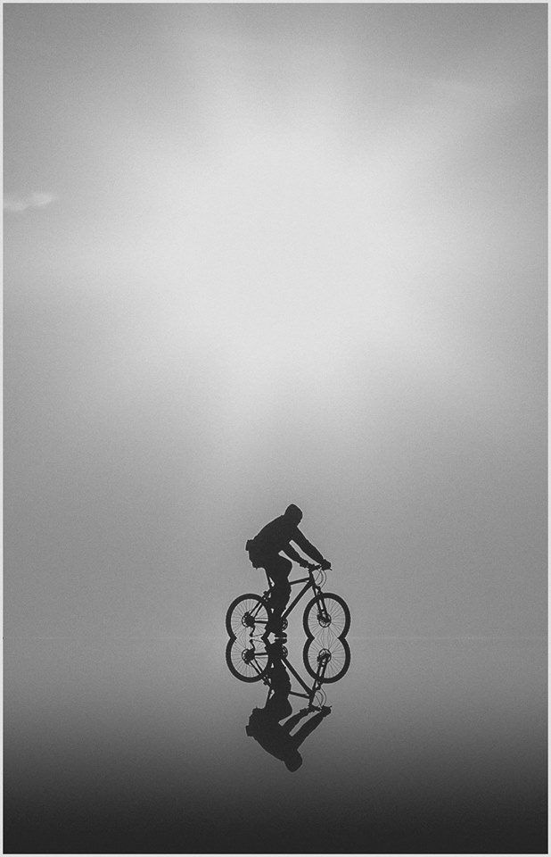 This is special wouldn't you agree?!  Enchanting, magical even. Where do the credits belong? Thanks to Betinha for sharing this pin. MAKETRAX.net - Bicycle PHOTOGENIUS