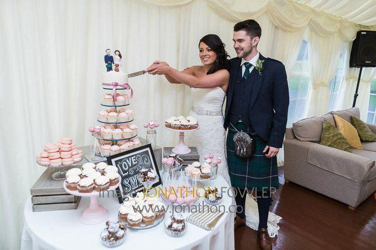 Glencorse House wedding photos - Lauren and Wayne - cutting the wedding cake