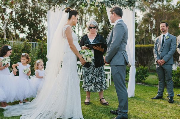 I love the little girls to the left! best-queensland-wedding-photographer-country-wedding-inspiration11.0