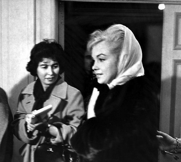 Marilyn Monroe leaving her East Manhattan apartment on the day of the announcement of her divorce from Arthur Miller, 11 November 1960.
