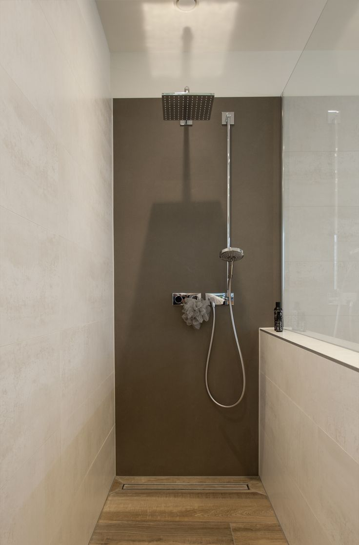Walk In Shower With Rain Shower Comfortable Built In Bath Wall Mounted Double Washbasin Illuminated Mirror Cabinet Built Into The Wall Tiled Begehbare Dusche Rote Badezimmer Regenbrause