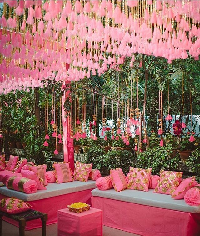 For the ladies who love pink! #weddingdecor #inspiration #daytime #prettypink #repost #wedmegood