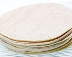 200 g de farine de blé ou de maïs 5 cl d'huile d'olive 8 cl d'eau 2 pincées de sel