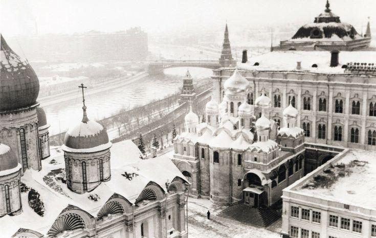 "lacalaveracatrina: "" Naum Granovsky. Bell Tower of Ivan the Great, 1950s. """