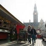 De markt uit de reportage Leuven: the place to be(er) | Nomad & Villager