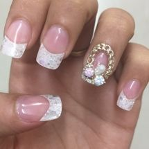 It doesn't matter if people don't get your Nail Art. You do it for yourself and it's your art.  Be-Dazzle your nails with these pretty studs!  Click the visit button to find out the address, reviews, phone number of the nail salon doing this dazzling #nailart in Mumbai.