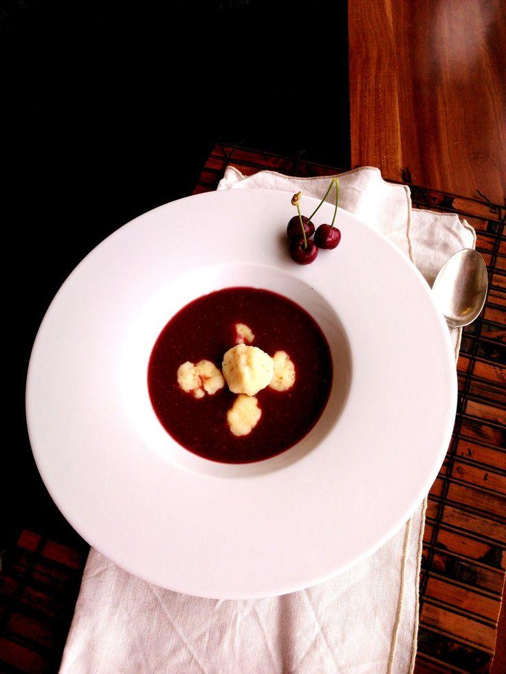 Hideg joghurtos cseresznyeleves zsndicegombóccal - Cold cherry soup with dumplings