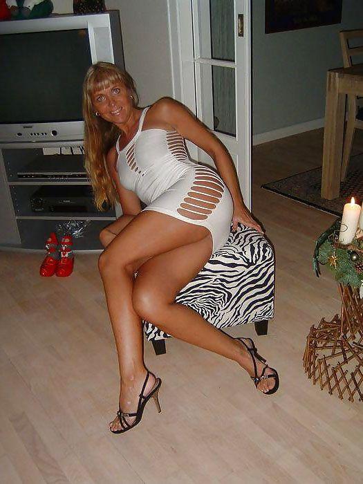 Superbe Femme Cougar En Petite Robe Blanche Sexy, Qui -5053