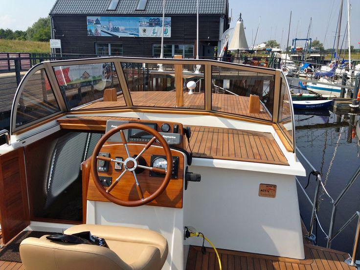 Activ 40 motor yacht