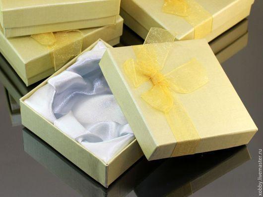 Коробочки подарочные из картона с бантом из органзы и мягким поролоновым вкладышем подушечкой для упаковки украшений(Я.М.-65р 1шт)