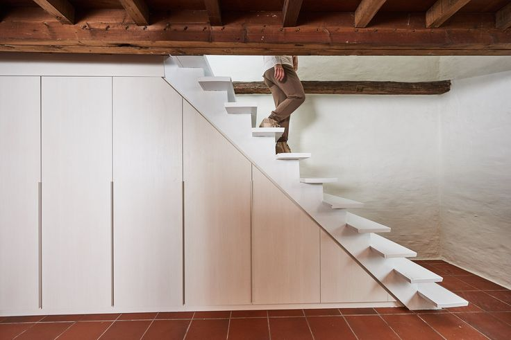 1000 id es sur le th me placard sous escalier sur pinterest meuble sous escalier rangement. Black Bedroom Furniture Sets. Home Design Ideas