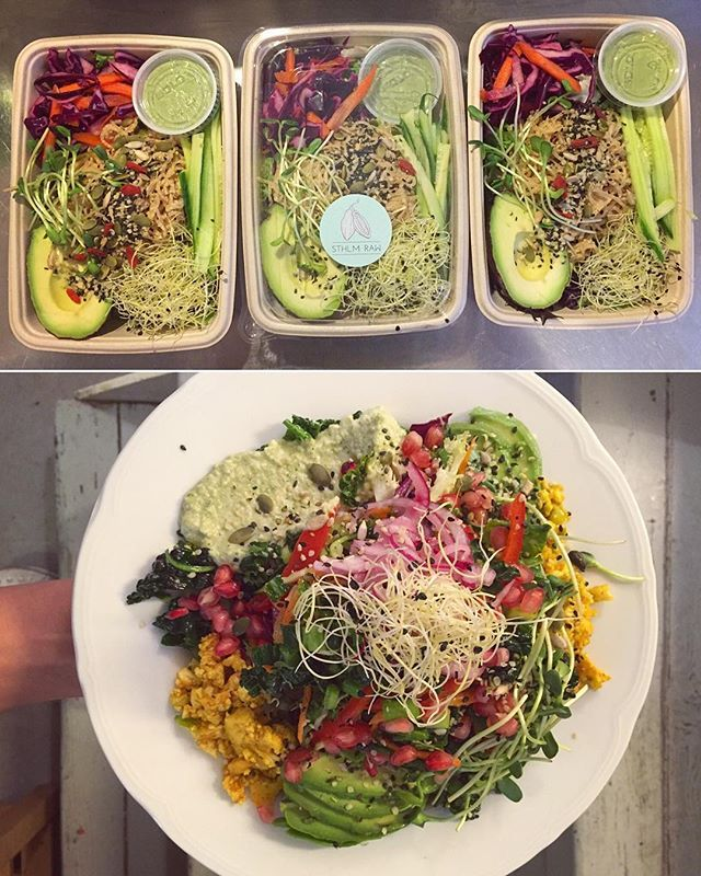 This☝️is what I've been doing today; prepping and serving rawfood at @sthlmraw I was asked to join the team at this lovely rawfood café as a rawfood-chef on weekends, and I already love it!