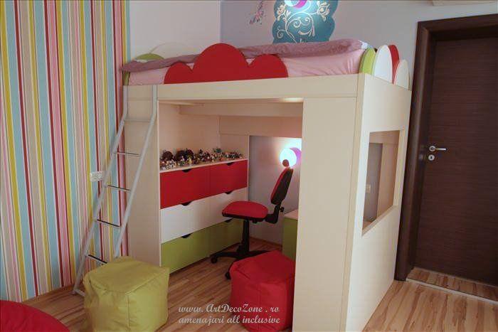 Un pat suspendat deasupra spatiului de joaca in acest dormitor al unei fetite adorabile. O casa in culori pastelate - Art Deco Zone & Knox Design - Amenajari interioare Bucuresti. www.artdecozone.ro, #decordormitorfetite, #patsuspendatcopii, #amenajaridormitorcopii