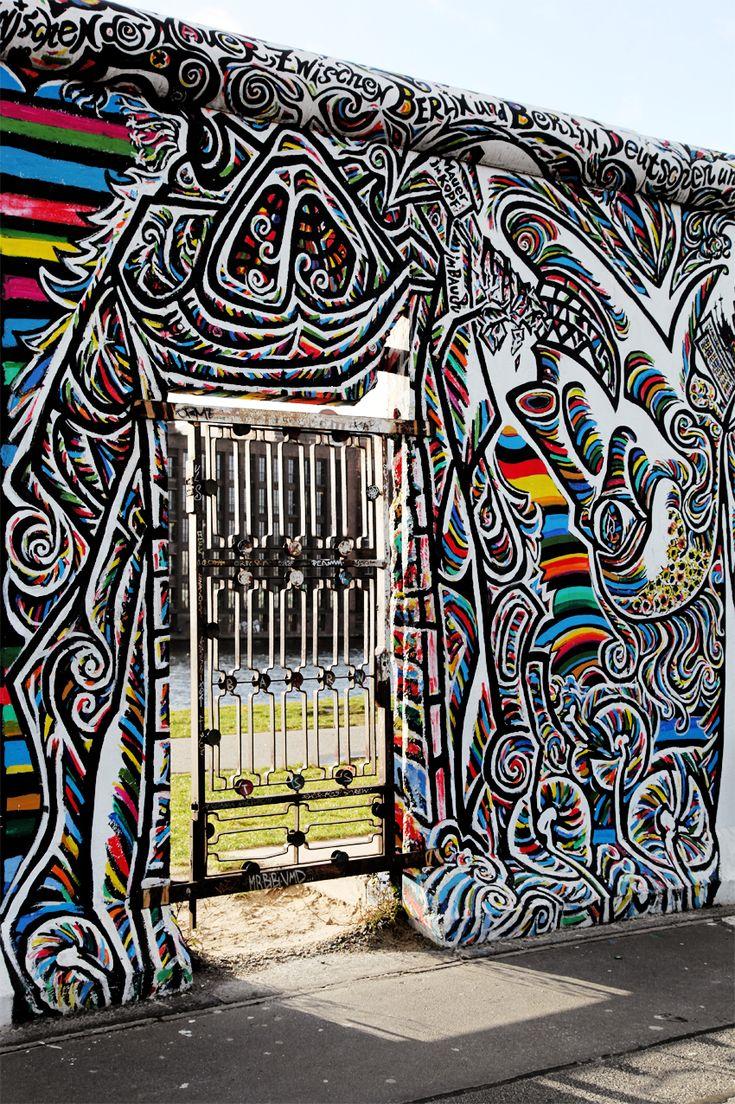 EastSideGallery, Berlin, Germany. So...it looks like they've repainted it then? 2007 it was all graffiti.