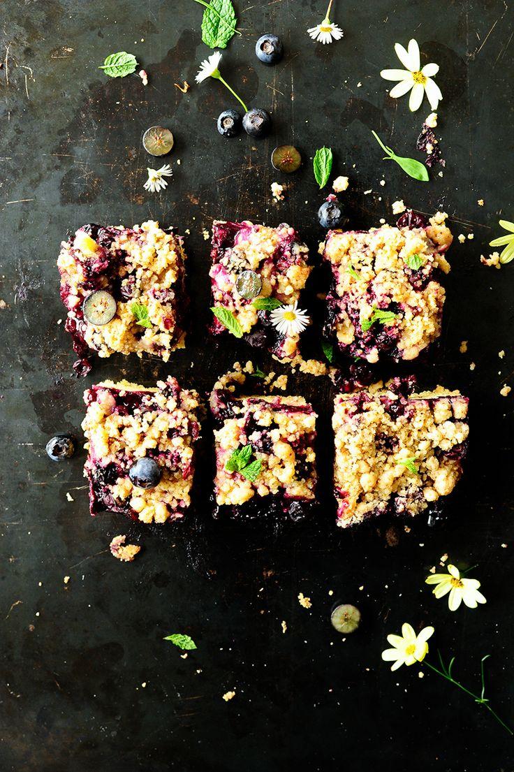 Eeneenvoudige cake met blauwbessen en kruimels. Het recept is super makkelijk, slechts een paar ingrediënten + seizoensfruit en de taart wordt onweerstaanbaar. Zacht met een...