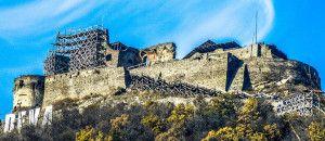 Cetatea Deva DARIUS-cetatea-toamna-cu-schele-detaliu