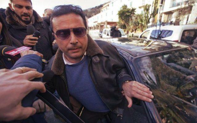 Francesco Schettino torna all'Isola del Giglio... e mente sul patteggiamento! #francesco #schettino #patteggiamento