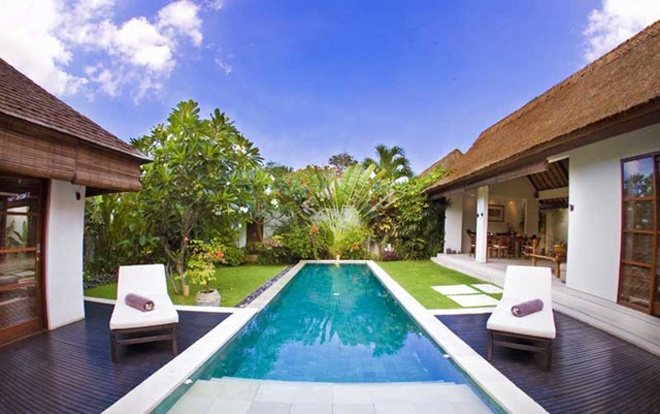 Villa Bali Asri is a unique new group of 11 luxuriously-appointed villas located in the heart of Seminyak, walking distance to the Seminyak beach, near the Sofitel and Oberoi hotel. Located on a quiet backroad, perfectly situated, a 15 minutes drive from the International Airport, just 3 minutes easy walking from upscale area of exciting shopping, fine restaurants, and entertainment