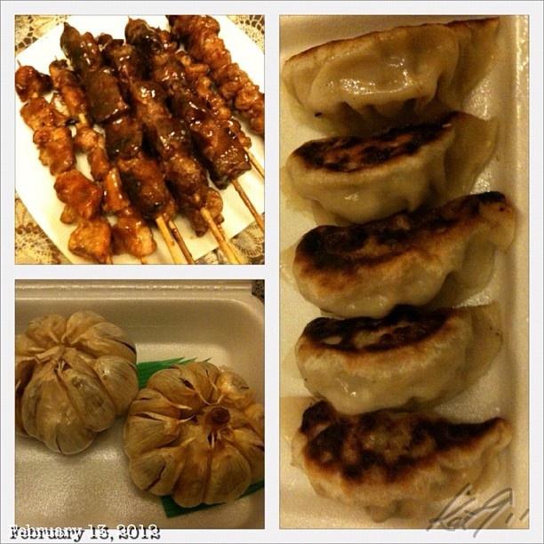 夜食は焼き鳥、鶏皮、レバー、餃子、ニンニク丸揚げ #midnightsnack #yakitori #japanese #food #philippines