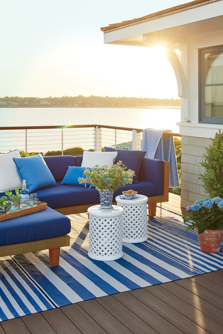 The studio steps out to a roof deck that overlooks Easton Bay.