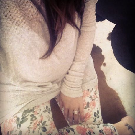 Maternity fashion - Oversized comfy sweater and floral patterned leggings!