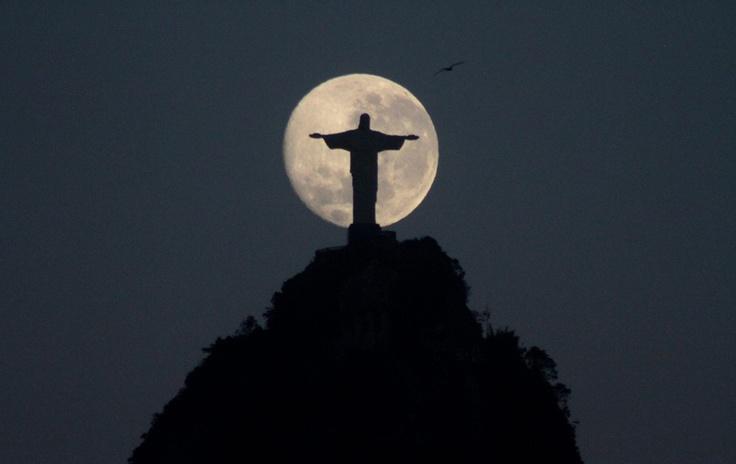 Lua cheia no Rio de Janeiro.