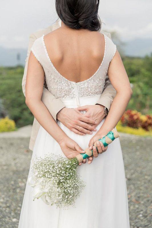 Vestido de novia bohemio chic. Vestidos de novia y noche Anne Veneth Ibague. Foto: Veronica Ramirez http://www.anneveneth.com/vestido-de-novia-bohemio-chic.html