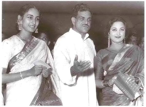 K Asif with Nutan and Suraiya at the premiere of 'Mughal-E-Azam'.