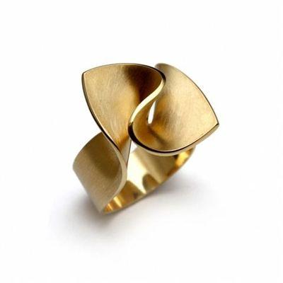Ring | Toon Sieraden.  Gold. stunning