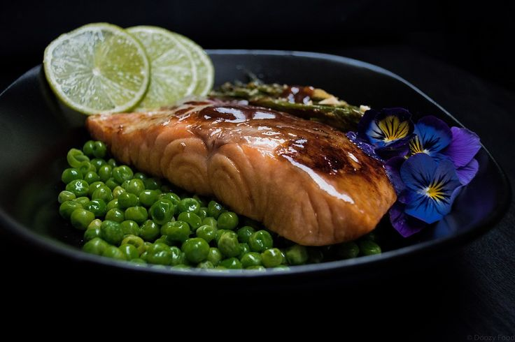 My favorite Salmon recipe with roasted Asparagus and Peas