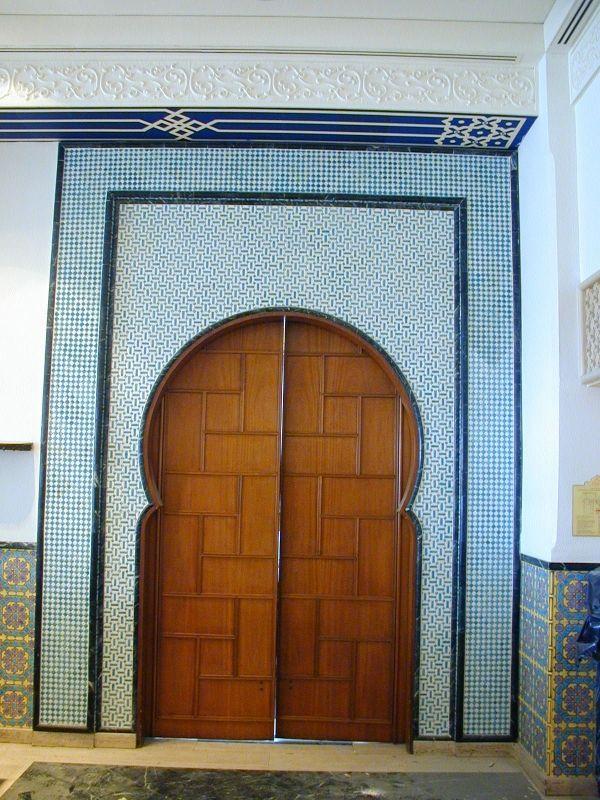 Cette muraille a été réalisée par Boumehdi Mohamed à l'intérieur de l'hôtel e..Saint Georges à Alger. Intérieur de l'hotel Shératon à Alger, céramique de Boumehdi. Intérieur de l'…