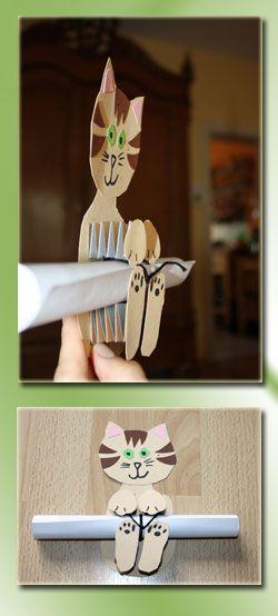 Einladung für den Katzengeburtstag. Dafür braucht ihr: Tonpapier in unterschiedlichen Farben eine Schere Klebstoff Filzstift Faden