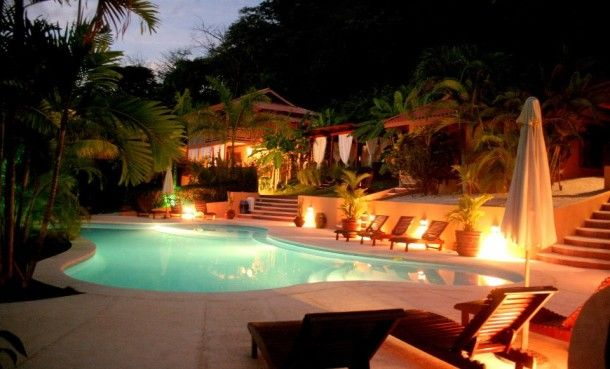 Ritmo Tropical Hotel: These 7 private bungalows are scattered in a lush tropical garden surrounding a cool swimming pool. Each one has private bathroom, hot shower, fan, Satellite TV, safety box and high speed wireless internet connection and they can sleep up to 5 pollos.