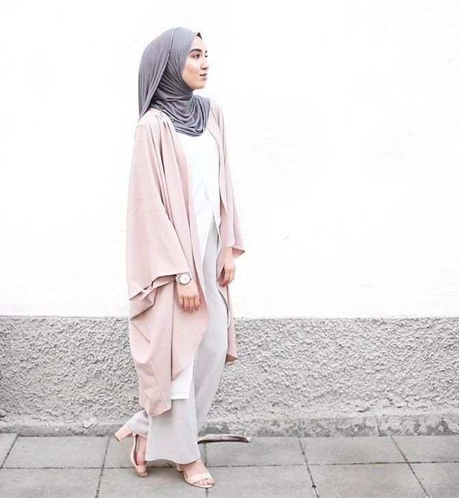 Hijab Fashion 2016/2017: Sélection de looks tendances spécial voilées Look Descreption Pinned via #MrsRawabdeh |