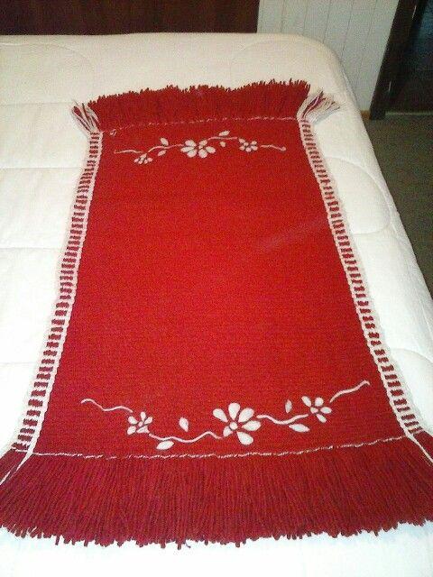 Pecera en telar mapuche bordada con vellón agujado