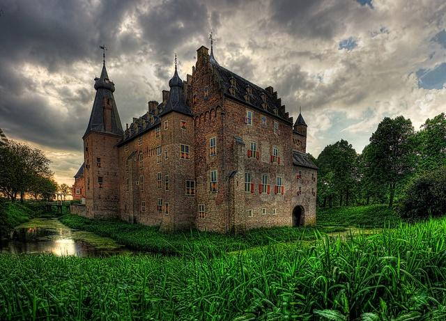 Doorwerth NL - Kasteel Doorwerth 01 by Daniel Mennerich, via Flickr.