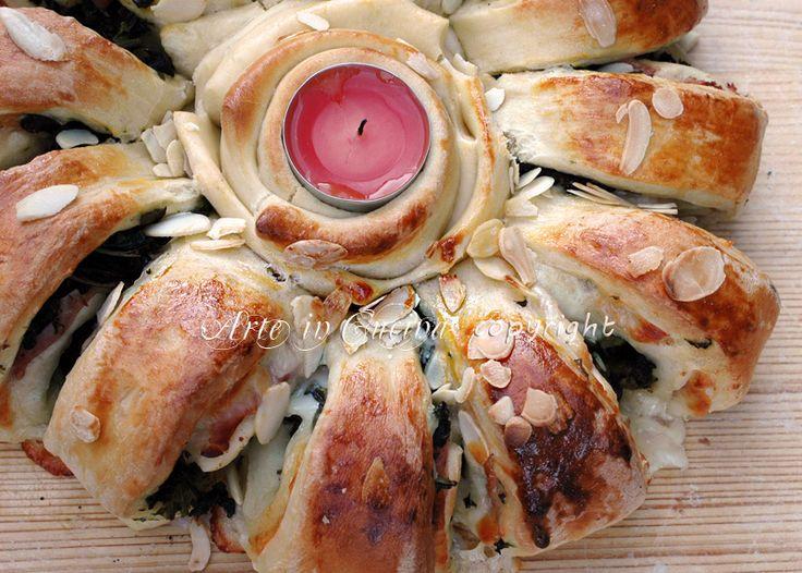 Corona di pan brioche farcita centrotavola natalizio
