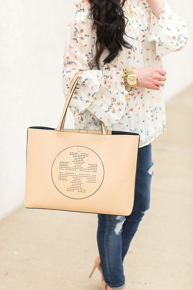 Perfect Summer Tops | WAYF Sister Style | @ToryBurch Tote