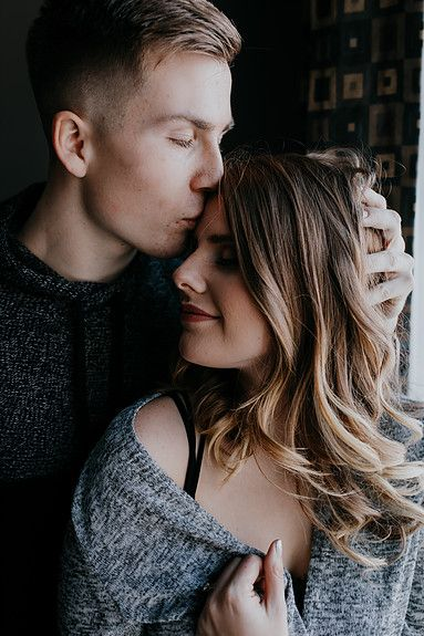 In-home engagement session, Winnipeg wedding photographer, wedding venue, what to wear to engagement session, engagement photos, Winnipeg wedding venue, Winnipeg, Manitoba, lifestyle session