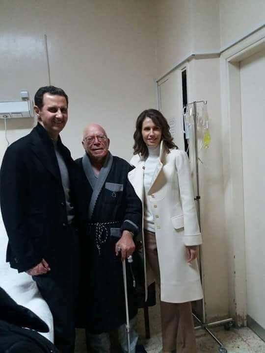 زيارة السيد الرئيس والسيدة عائلته للأب الياس زحلاوي وتهنئته بالعيد المجيد