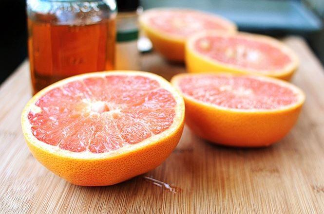 Ardeti caloriile usor si natural – in aceasta dieta ar trebui sa beti 8 pahare de suc de grapefruit proaspat stors zilnic. 250 ml de suc de opt ori pe zi, sau un total de 2 litri de suc pe zi. Este nevoie de suc de grapefruit, deoarece acesta actioneaza ca un catalizator care accelereaza …