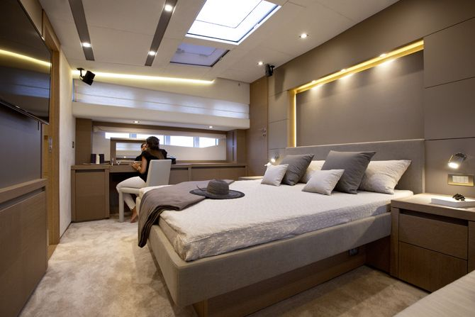 Prestige 750 - Kat Marina- Owner's cabin