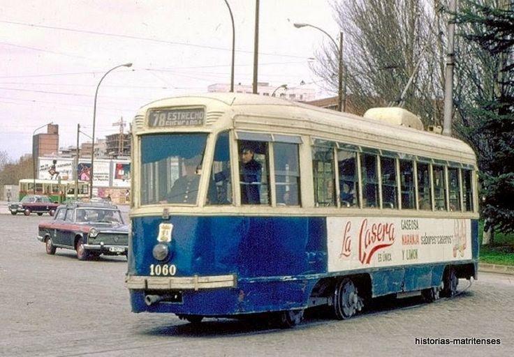 Un 78 procedente de las cocheras de Fuencarral, se dirige en vacío a Estrecho para incorporarse a la cabecera de la línea.