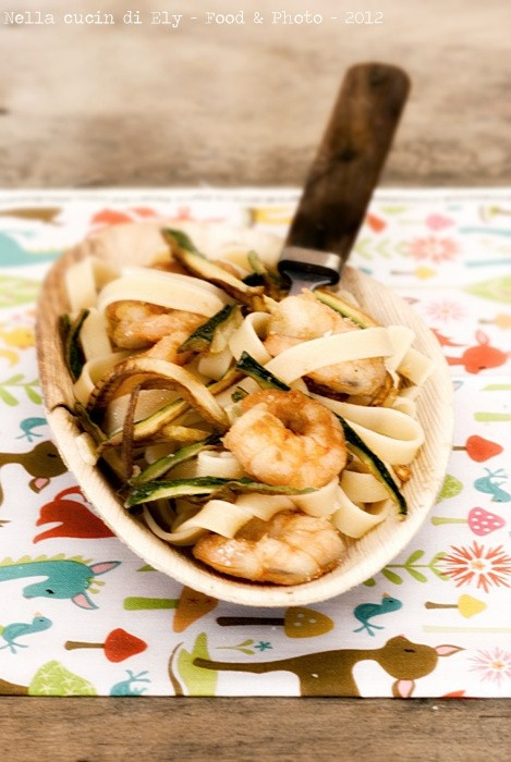 Fried noodles with prawns and zucchini