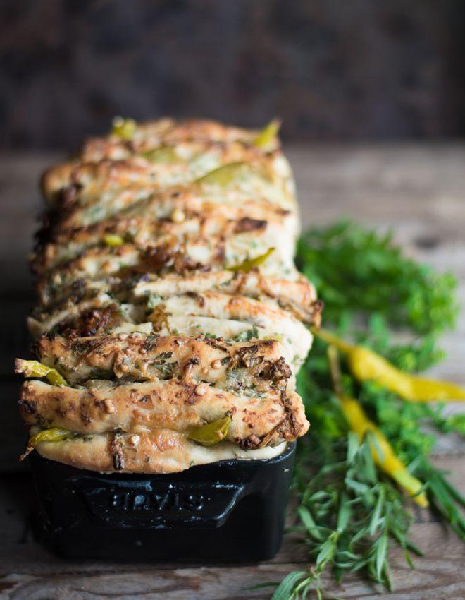 Zupfbrot mit Frischkäse und Kräuterbutter - Cheese Pull Apart Bread