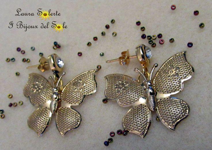 Farfalle in metallo nichel free. Perni con cristallo swarovski.