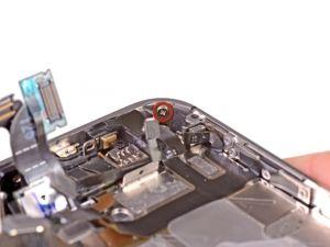 STAP 3. Verwijder de 1,5 mm Phillips schroef naast de koptelefoonaansluiting.